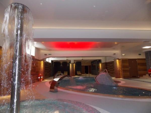 Oświetlenie Barrisol na basenie rekreacyjnym w Białymstoku przy współpracy z p. Andrzejem Poczobutem AGI