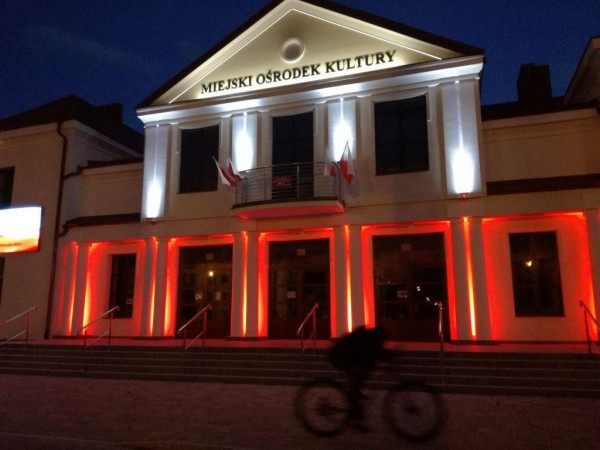 Iluminacja RGBW budynku Miejskiego Ośrodka Kultury w Wysokiem Mazowieckiem