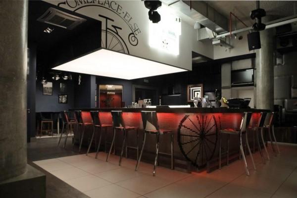 Oświetlenie restauracji Some Place Else Sheraton wg. arch. Jacka Jaskóły