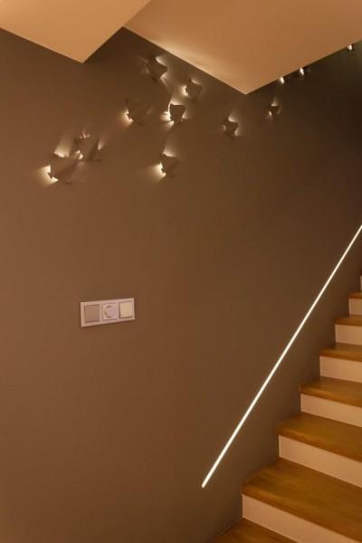 Oświetlenie schodów wg. arch. Ewy Mykowskiej i arch. Piotra Gawryluka