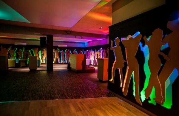 Oświetlenie klubu Mirage w Konarach wg. arch. Wojciecha Kurzei