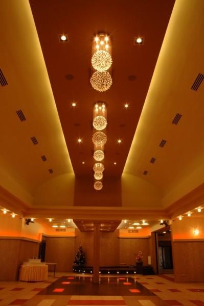 Oświetlenie sali bankietowej Biesiada Weselna w Kumiale wg. arch. Agnieszki Dudy