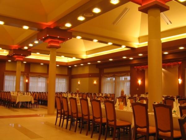 Oświetlenie sali bankietowej Savilla w Białymstoku wg. arch. Agnieszki Dudy