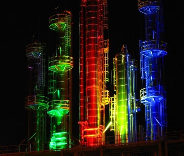 Próba iluminacji wież reaktyfikacyjnych Polmos Białystok z zespołem Philipsa