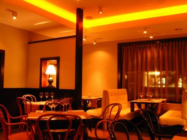 Oświetlenie restauracji Lejdis wg. arch. Magdaleny Mojsy