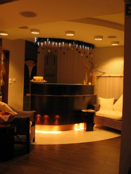 Oświetlenie w hotelu Warszawa w Augustowie wg. arch. Krzysztofa Brańskiego