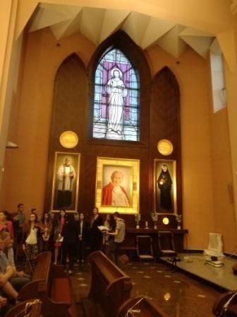 Oświetlenie ołtarza bocznego z relikwiami w Kościele pw. MB Fatimskiej w Białymstoku - opcja LED przy współpracy z arch. Tomaszem Czajkowskim