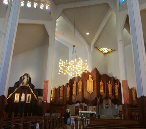 Oświetlenie Kościoła NMP Matki Kościoła w Białymstoku wg. kocepcji arch. Andrzeja Chwaliboga