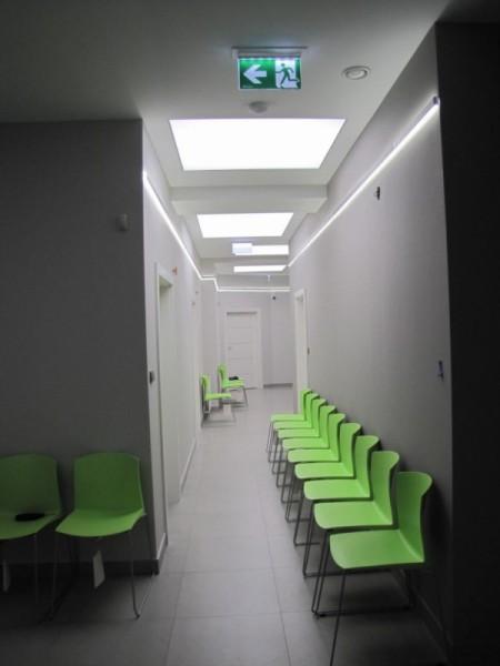 Oświetlenie holu w Centrum Medycznym Ryska w Białymstoku