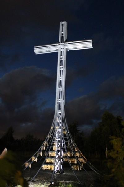 Próba oświetlenia Krzyża w Świętej Wodzie