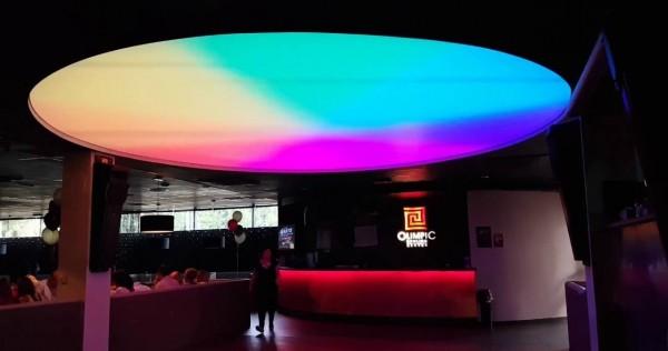 Oświetlenie dynamiczne Barrisol w klubie przy współpracy z p. Maksymilianem Kleparskim