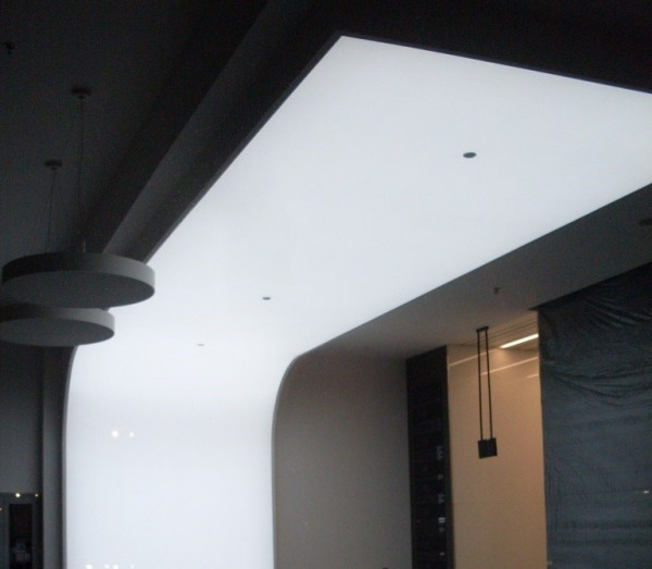 Oświetlenie Barrisol recepcji w biurowcu przy współpracy z p. Marcinem Wagnerem