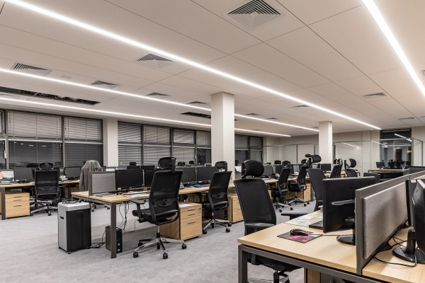 Nowoczesne oświetlenie LED biura Targor-Truck realizacja Inspiracje Światłem
